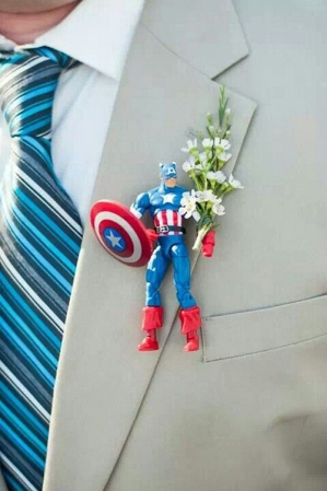 boutonnieres-for-the-groom-at-heart-captain-america