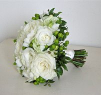 green-white-bouquet-rose-freesia-lisianthus-berry-hypericum