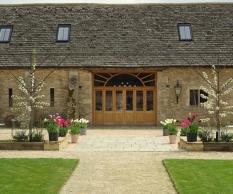 oxleaze-barn-gloucestershire-wedding-venues_13